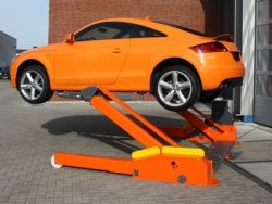 Mobilní zvedáky pro osobní auta a dodávky