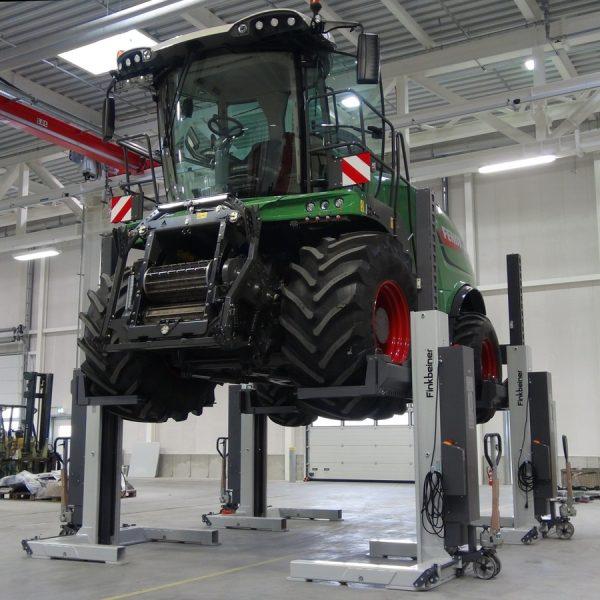 Sloupové zvedáky pro zemědělské stroje